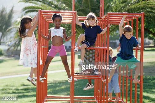 ab09658-children-playing-on-climbing-frame-in-park-gettyimages